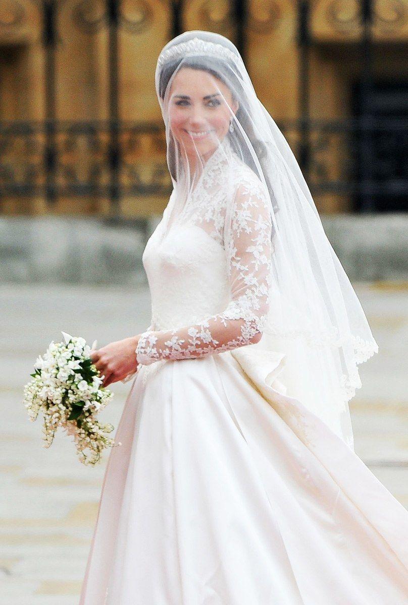 Sarah burton wedding dress  on Catherine Middletonus Wedding Dress  Royal weddings will and