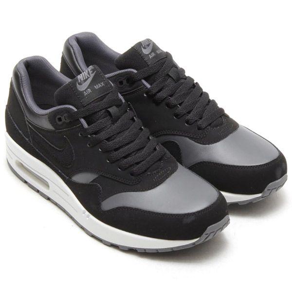 NIKE AIR MAX EFFORT TR (BLACK/WHITE)   Sneakers   Pinterest   White  sneakers, Air max and Black