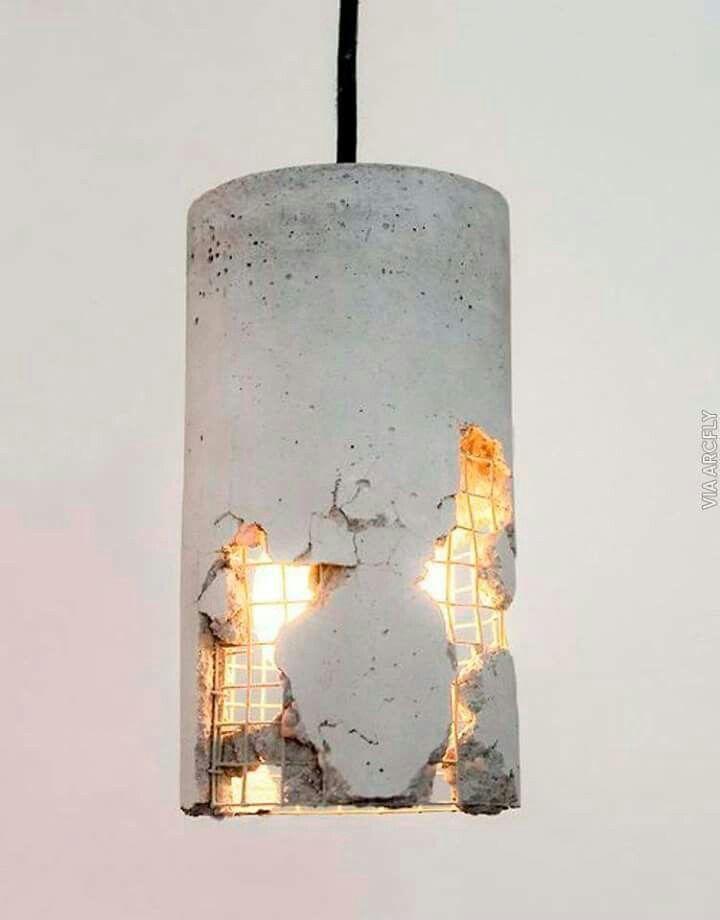 Cilindro a base de concreto, empleado como lampara para proporcionar luz artificial.