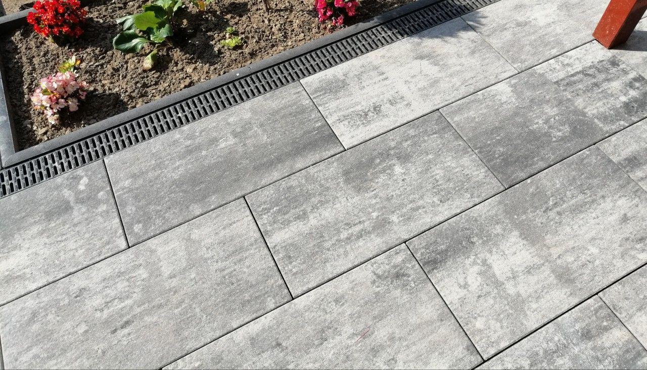 Die Perfekte Kombination Aus Grossformat Und Rustikaler Farbgebung Terrassenplatten Betonpflaster Terrasse