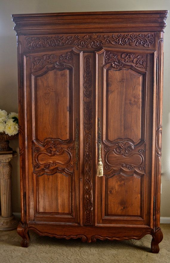 Merveilleux Vintage Shabby Chic French Armoire Or Wardrobe Or Ent Center