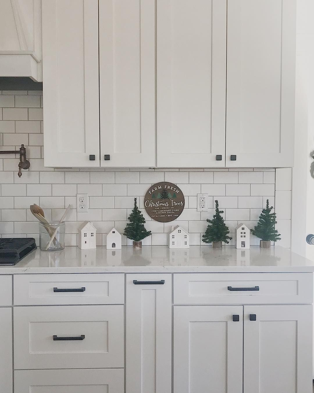 Do you decorate your kitchen for Christmas? I love incorporating seasonal decor throughout the house, and I love the way this little… #whiteshakercabinets