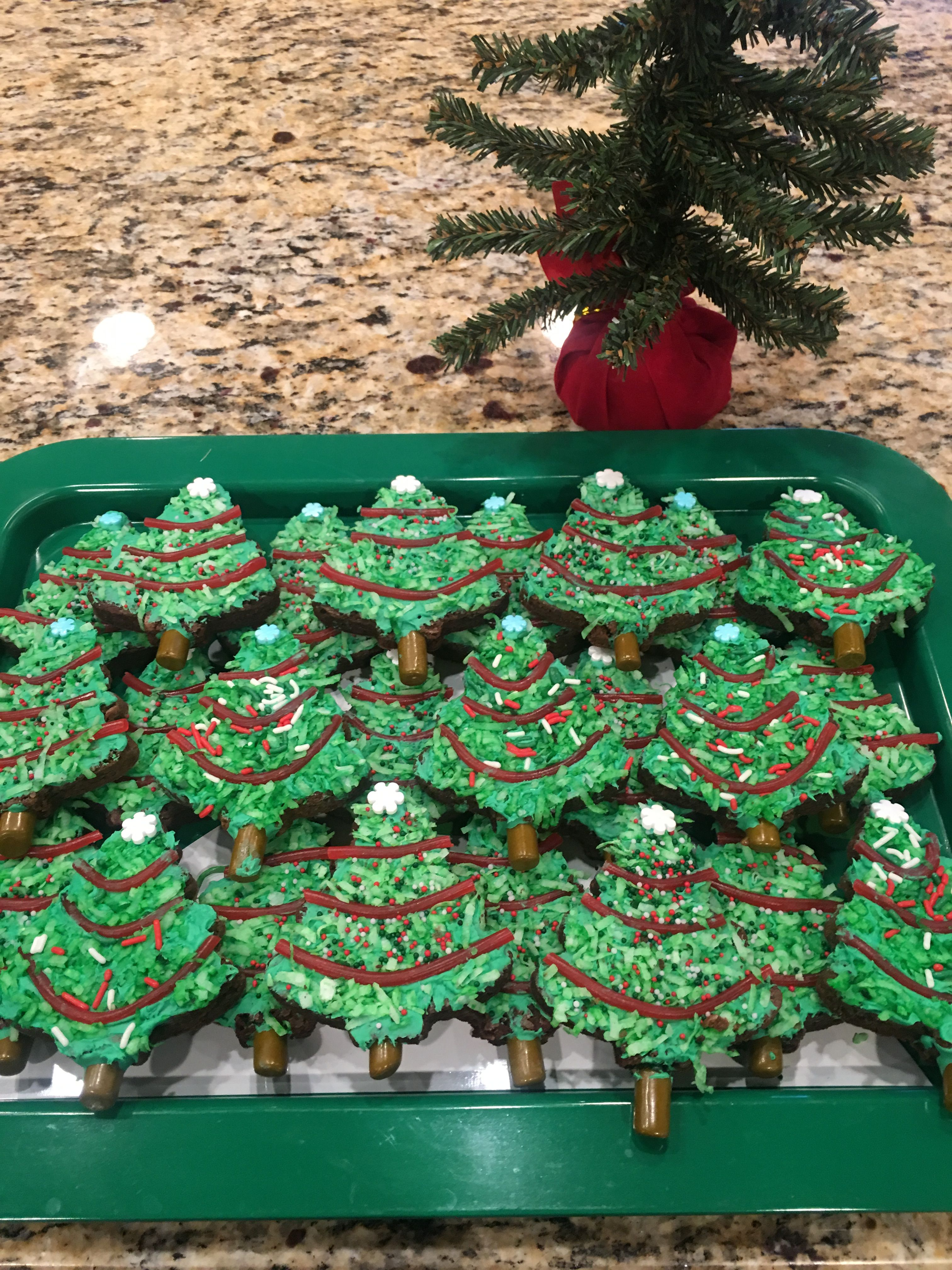 Brownie Cookie Christmas Trees (from a box mix) You need: Brownie ...