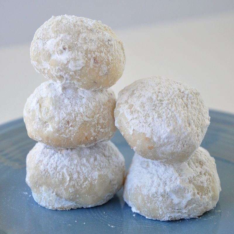 christmas snowball cookies these are my fave christmas cookie