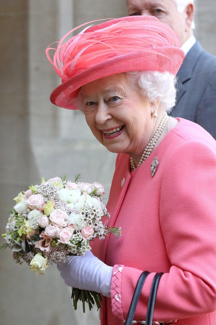 The Queen, 92-Year-Old Icon, Celebrates the Royal Baby\'s Birth With ...