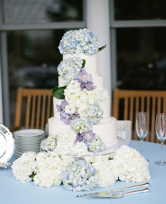 hydrangea covered wedding cake / http://www.himisspuff.com/beautiful-hydrangeas-wedding-ideas/6/