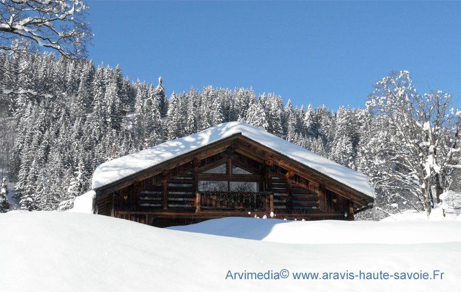 chalet montagne neige la clusaz cabane chalet pinterest montagne neige chalet montagne et. Black Bedroom Furniture Sets. Home Design Ideas