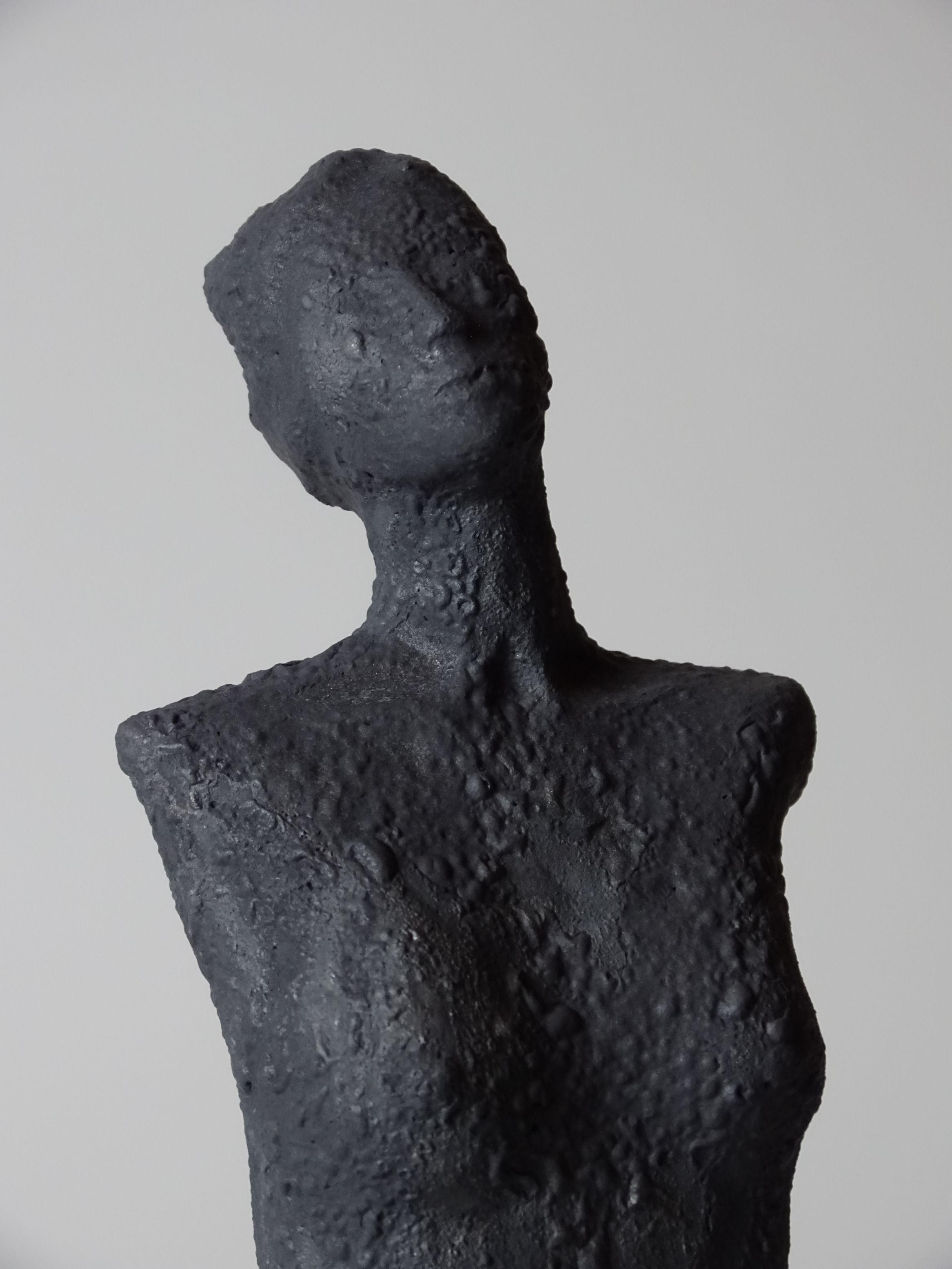 dana skulptur von michael braunig skulpturen abstrakte bronzeskulptur bilder gold hochformat