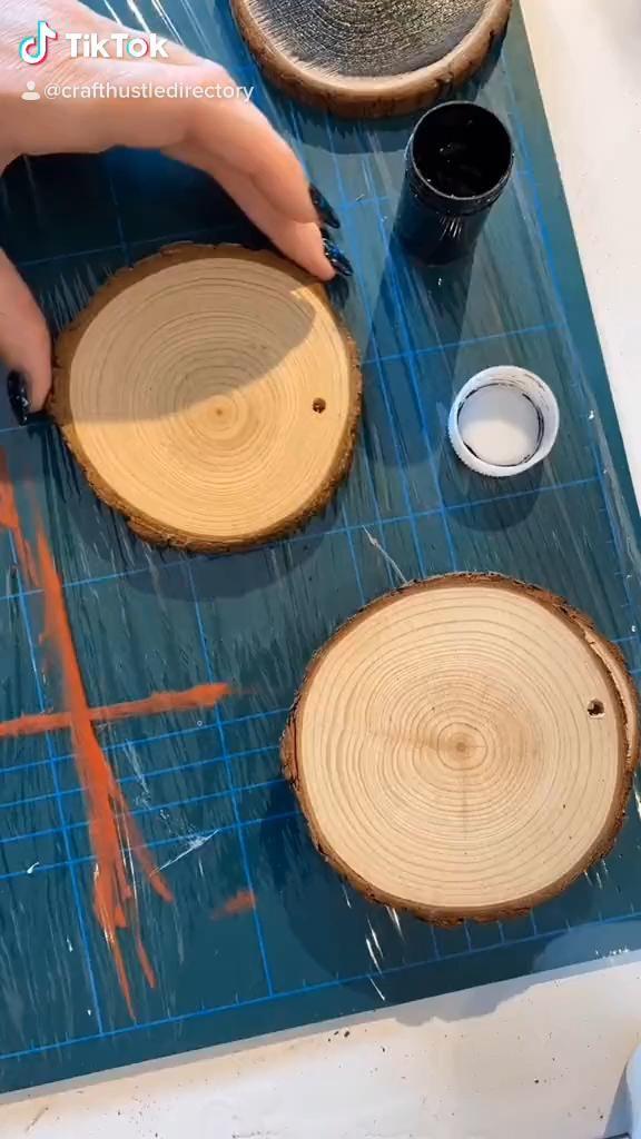 Easy Wood Slice Ornament DIY