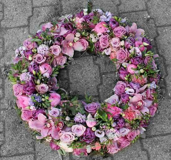 Pin von Ute Seemann auf grabschmuck  Kranz beerdigung Trauerblumen und Blumenkranz