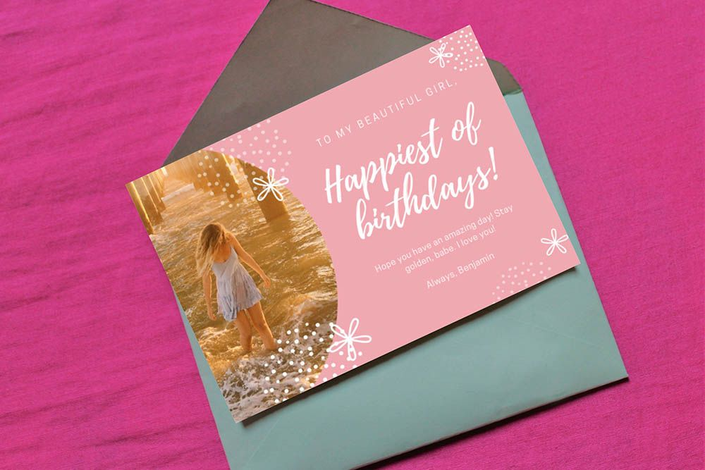 5x7 card with envelope on pink surface mockup imagens