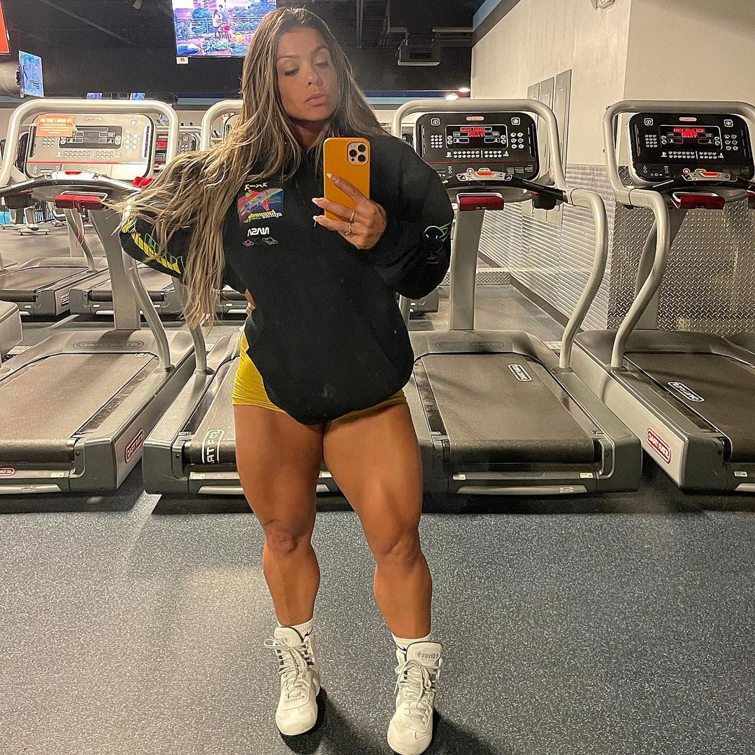 Fafa Fafafitness11 In 2021 Fit Women Back And Biceps Delts