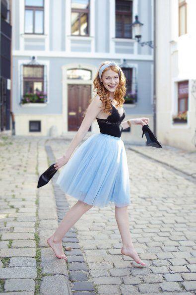 f41e0fefdcb9 Dámská tylová TUTU sukně světle modrá tyl spodní neprůhledná vrstva ze  saténu 3 vrstvy pevnějšího tylu