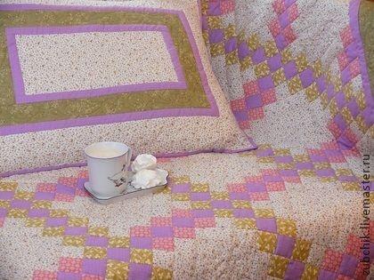Лоскутное одеяло Нежность Supreme. Абсолютно женское лоскутное одеяло 'Нежность Supreme'. Выполнено в нежных пастельных тонах, в оттенках Прованса, из специальных тканей для пэчворка (лоскутного шитья) пр-ва США и Япония. Украшено художественной стежкой, шелковыми нитками.