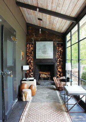 Freiliegende Holz- und Industrieelemente wirken in einem Wintergarten wunderbar. Verwenden Sie weiche Muster und subtile Accessoires, um ... - black steel window frames