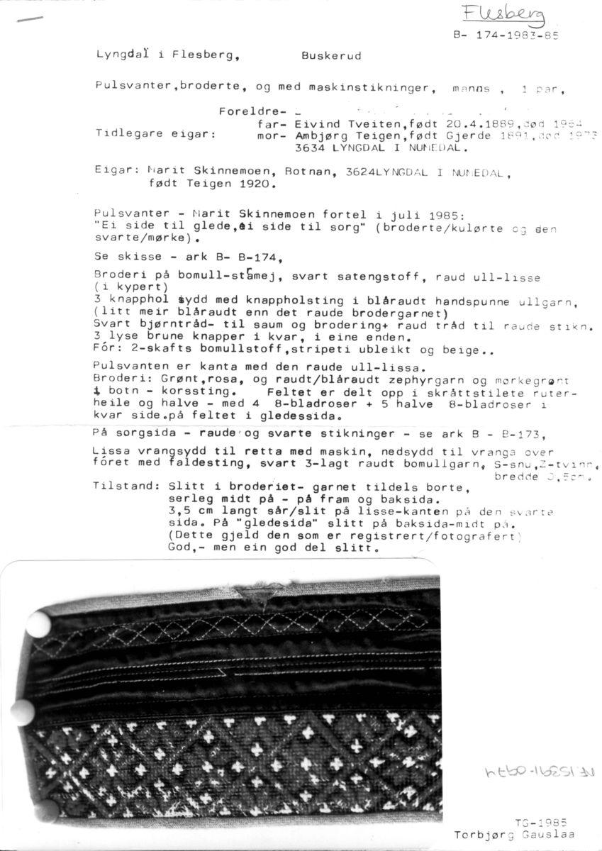 Photo of Strikking, Pulsvanter, broderte, og med maskinstikninger, manns, 1 par – Norsk F…