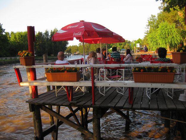 Disfrutar del río en verano. | 28 Motivos por los que vivir en Buenos Aires te arruina la vida