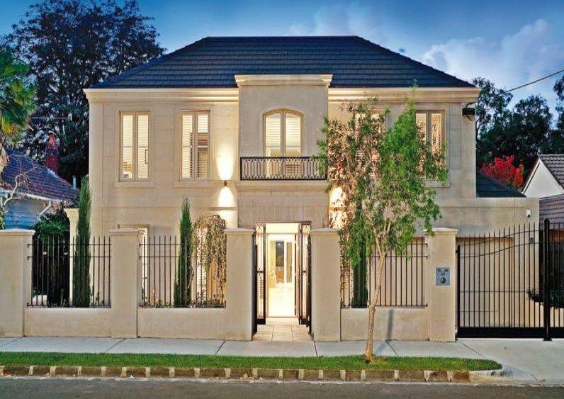 fachadas de casas grandes con rejas verticales rejas