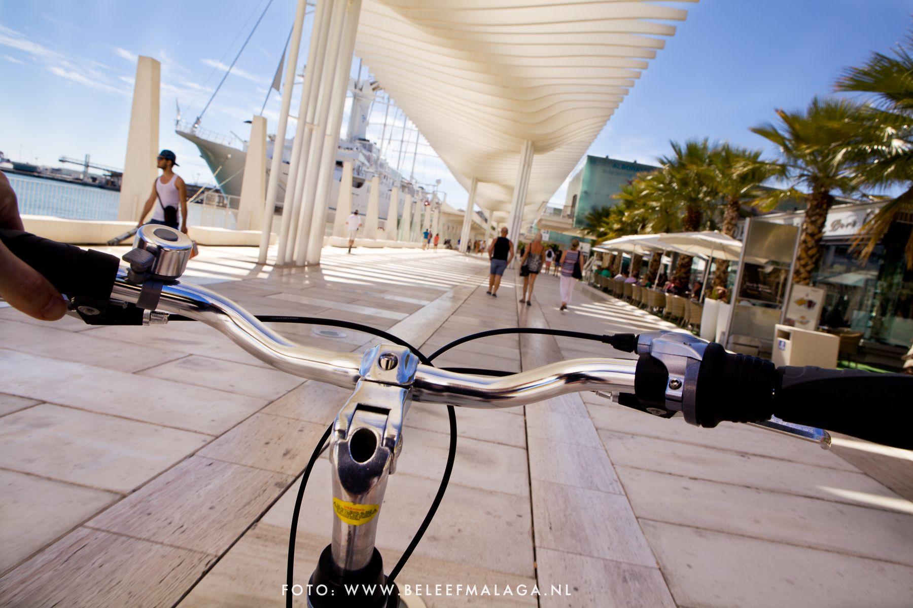 Heerlijk! Op het gemak lekker fietsen over de boulevard en langs de stranden van #Malaga