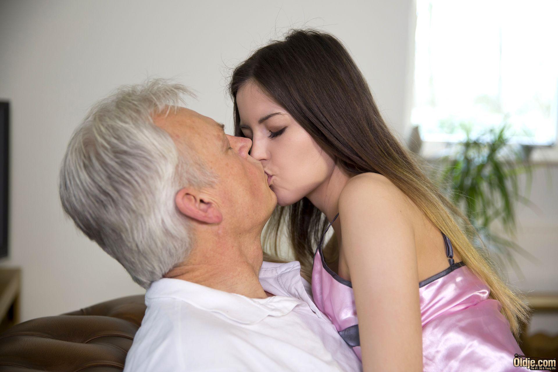 Old man fucks beatiful woman