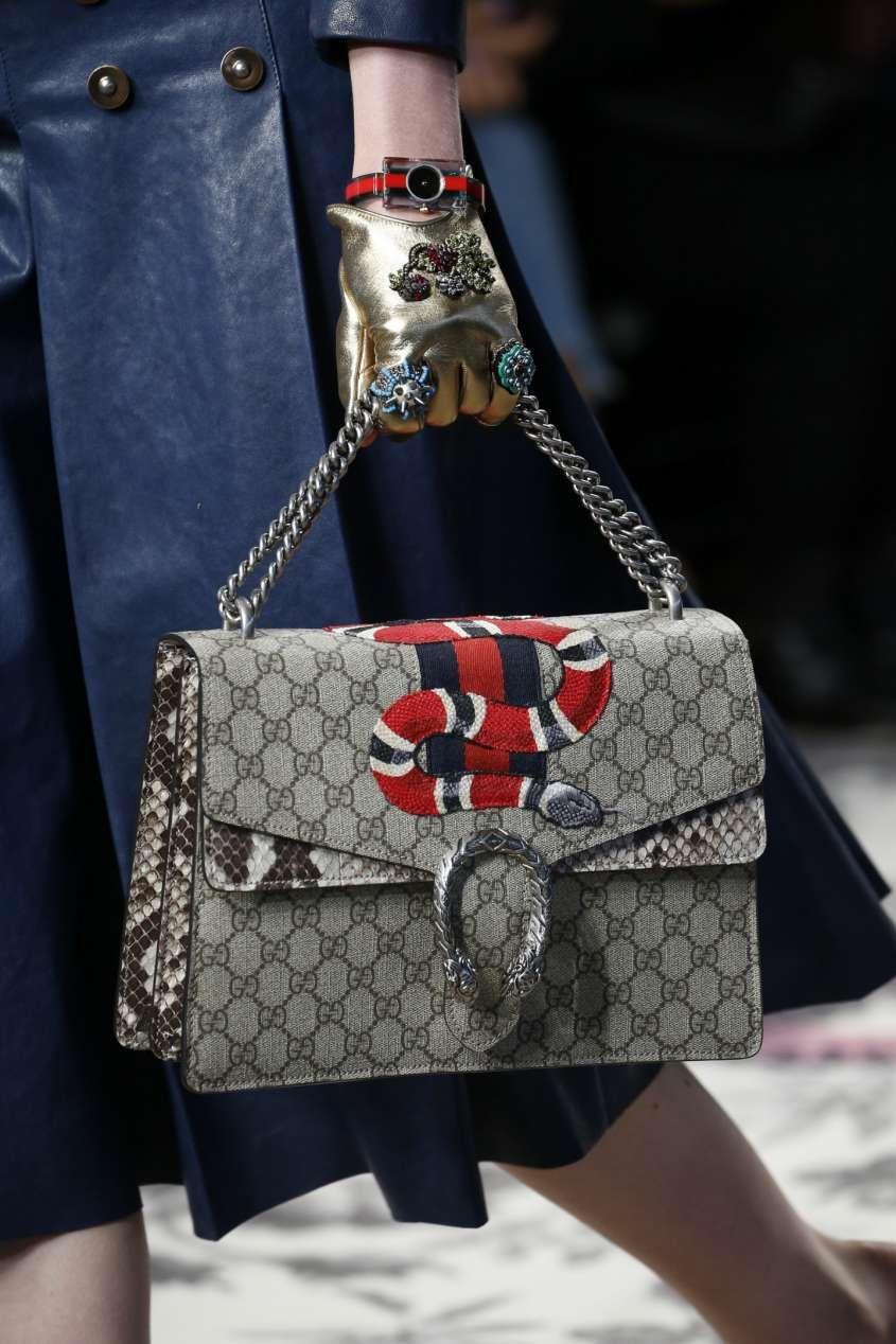 Collezione borse Gucci Primavera Estate 2016 - Borsa Gucci stampa logata  con serpente 401e86eefc2