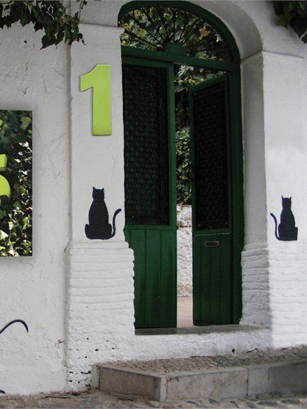 House number BINGO by 1825 by Serralunga | #Design Marta Daza Fernandez (2007) #number #decor #green #cat