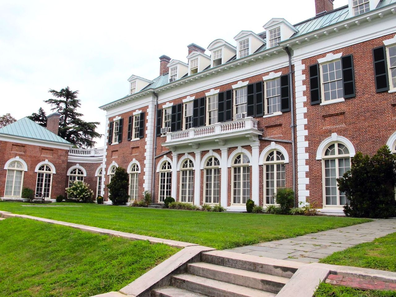 Pin By Ann Pauls On Favorite Rooms And Houses Georgian Architecture Villa Style Old Mansions