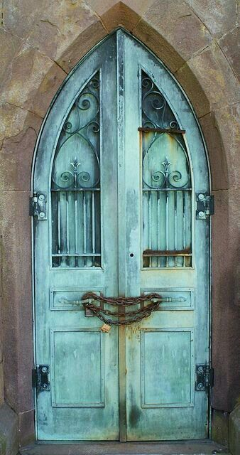 I Can T Wait To Build Whimsical Doors Like This In The New World For My House But There Will Be No Chains Needed