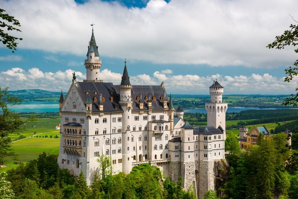 15 Best Day Trips From Munich The Crazy Tourist Beautiful Castles Germany Castles Neuschwanstein Castle