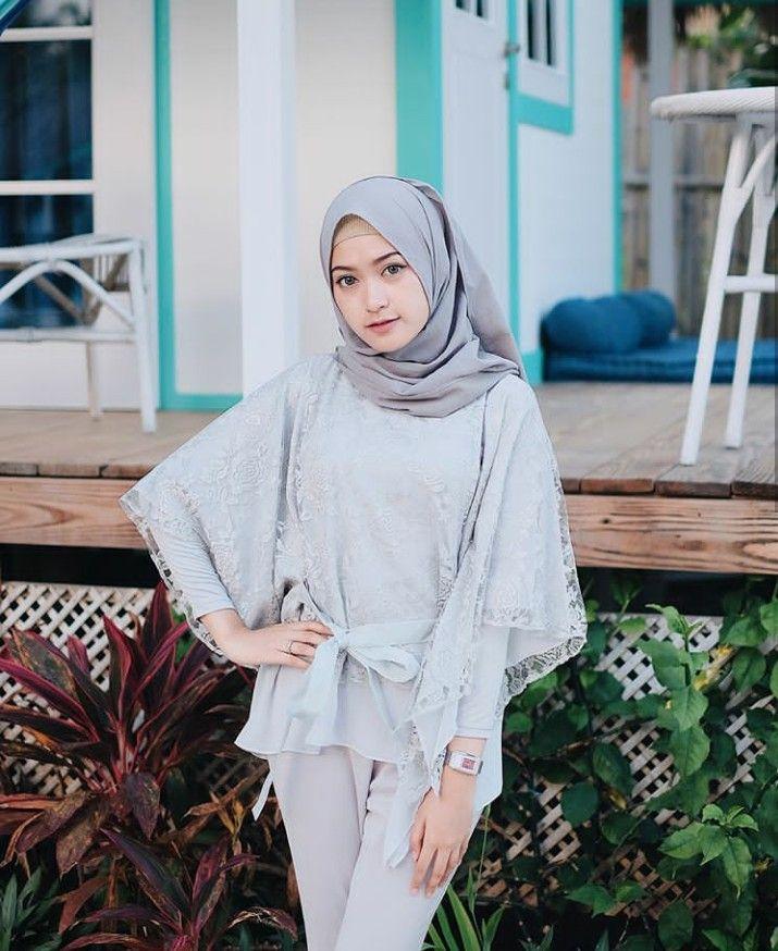 Cara Membuat Jilbab Pashmina Menjadi Segi Empat Yang Kekinian Agustinnesia Com Pakaian Model Casual Hijab Outfit Model Pakaian Muslim
