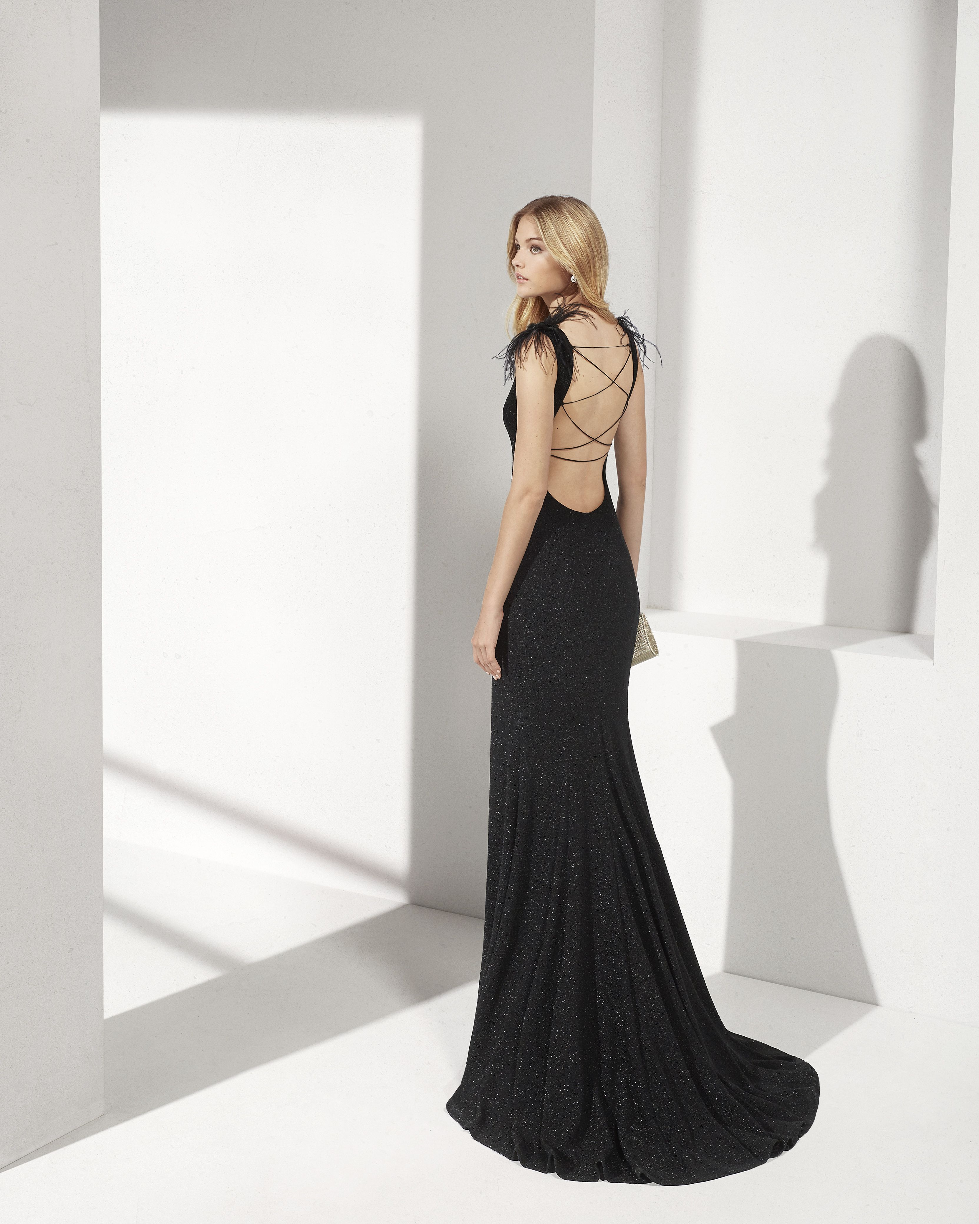 c2e1121b6 Long lurex cocktail dress. Bateau neckline with feathers at the shoulders  and open back.