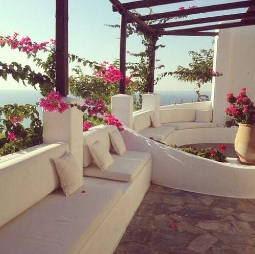 Beau Outdoor Greek Style!