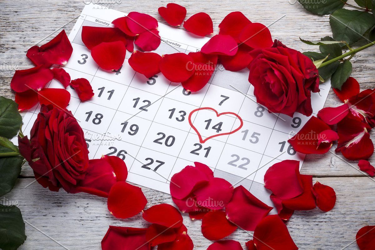 Red roses lay on the calendar in 2020 Red roses, Red
