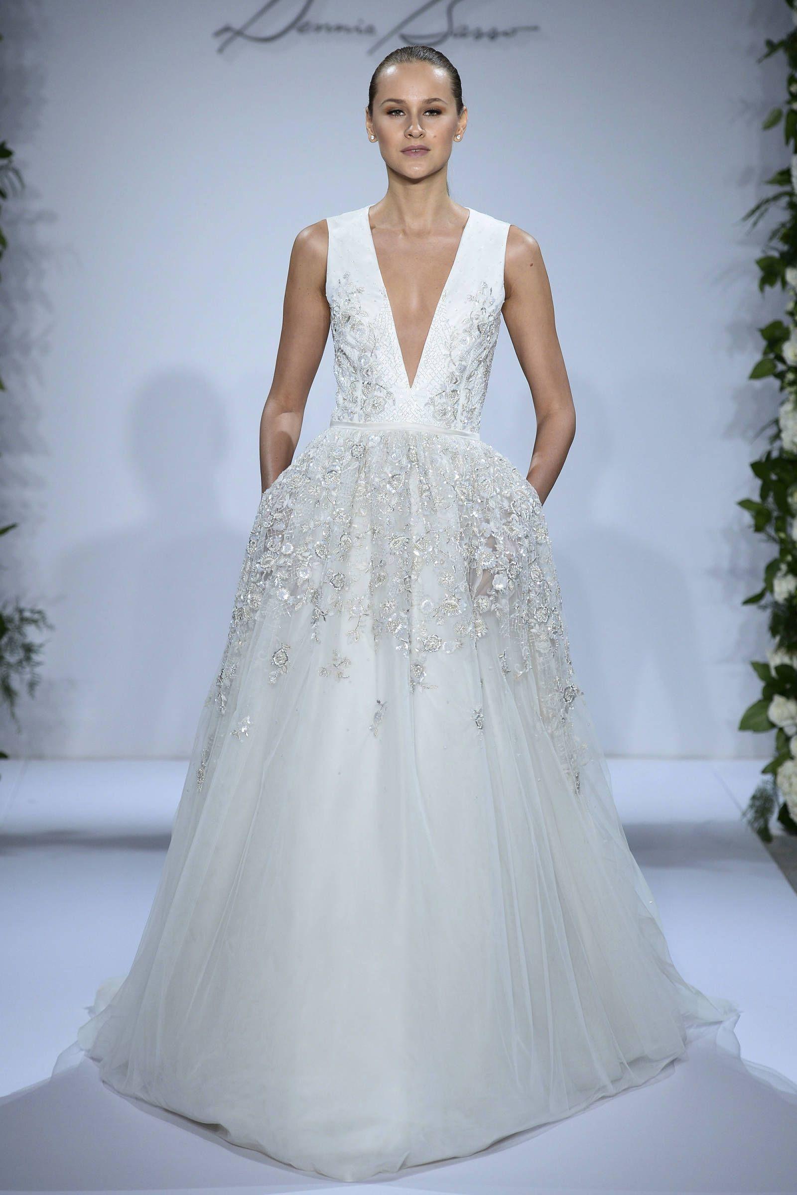 12 Gorgeously Sexy Wedding Gowns   Vestiditos