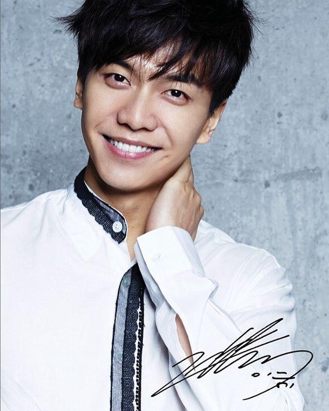 Lee Seung Gi Autographed Photo