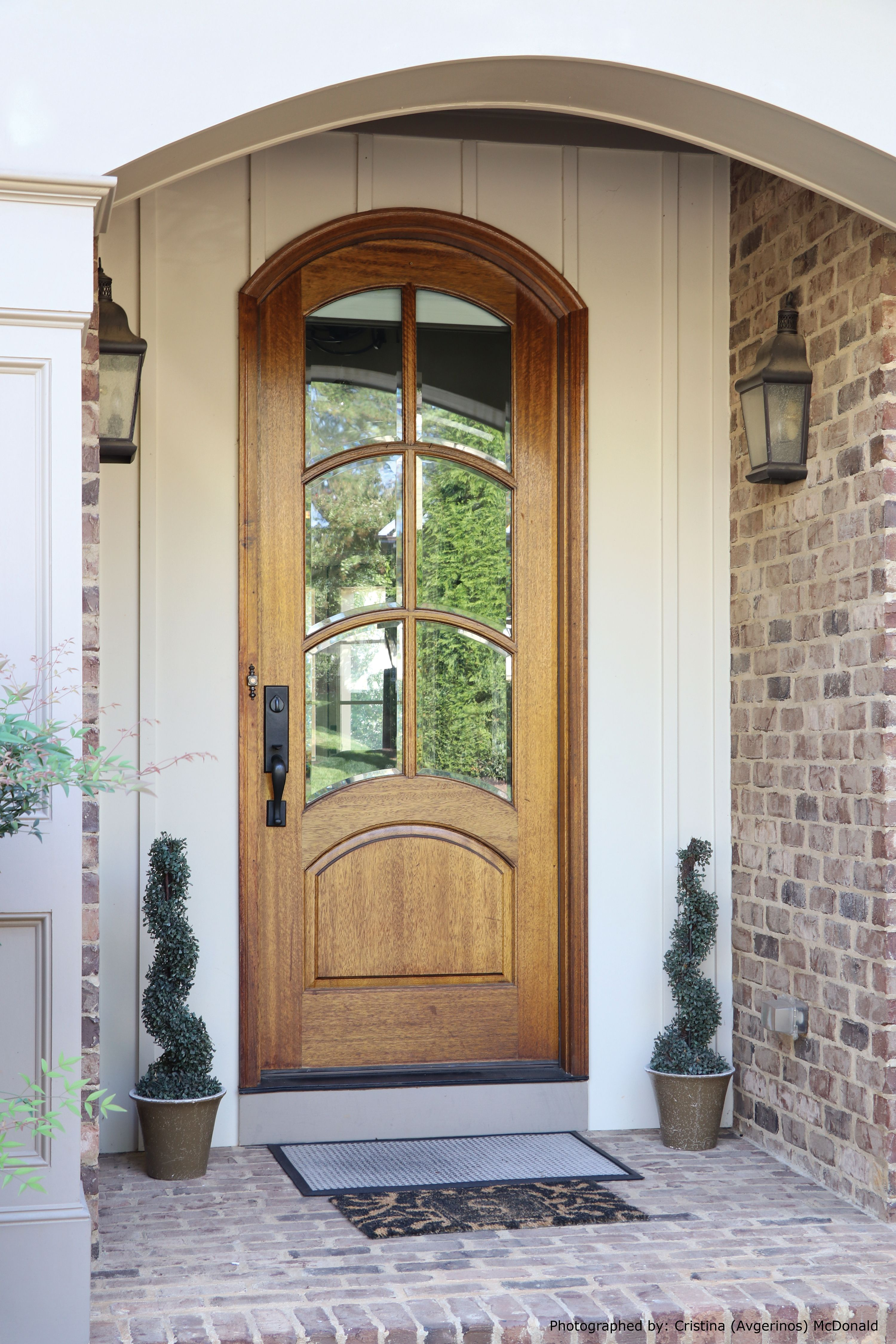Aberdeen Tdl 6lt 8 0 Single Arched Top Door Clear Beveled Glass Photographed By Cristina Avgeri Custom Front Doors Arched Exterior Doors Single Entry Doors