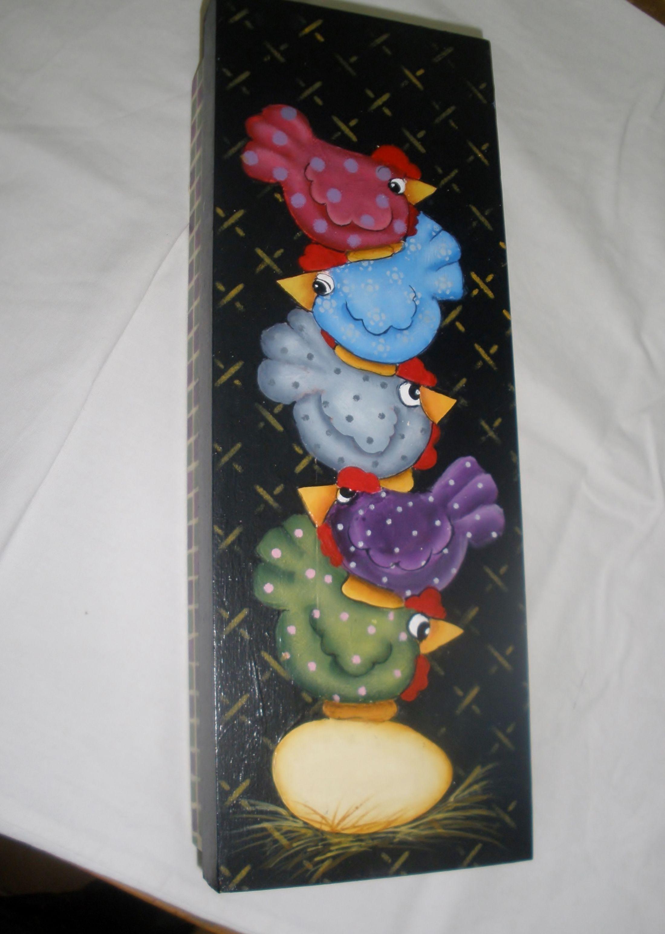 Caja de madera con gallinas pintadas con acrilico  mis trabajos