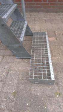 Bis Ca 2m Hoch Geländer R 10 Stufen Von 50cm Breit Möglich Zu