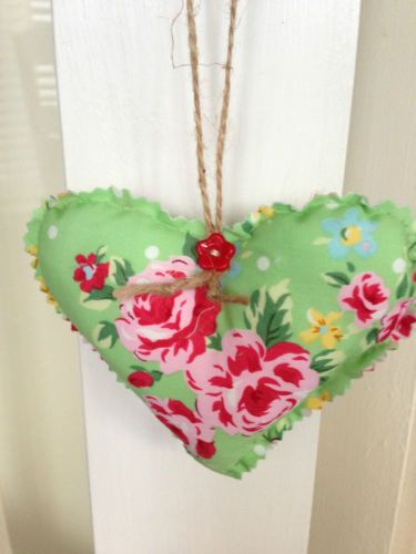 "VINTAGE /SHABBY CHIC HEART FABRIC HANGER .5 ""X 4"","