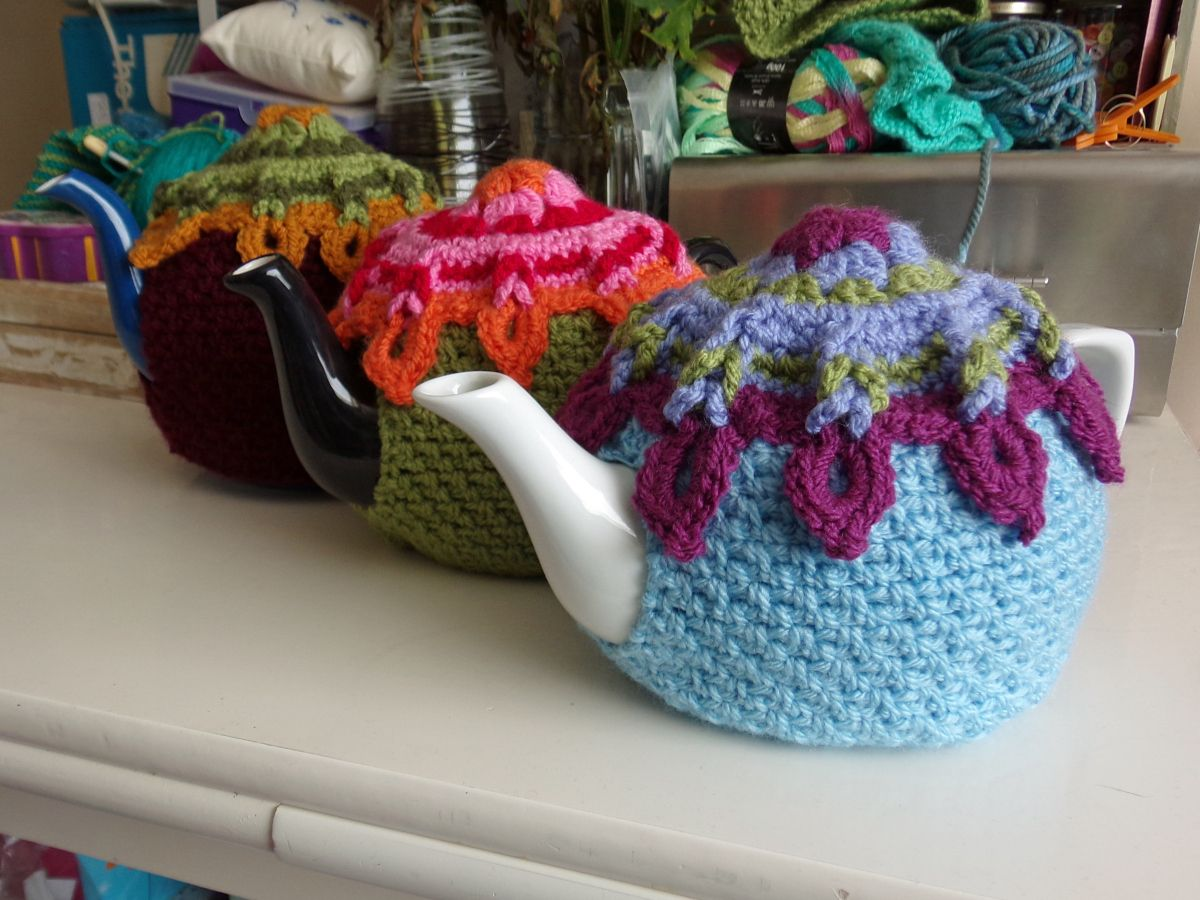 *B*A*M! Crafts: Sunburst Tea Cosy - Free crochet pattern with lots of step-by-step photos.