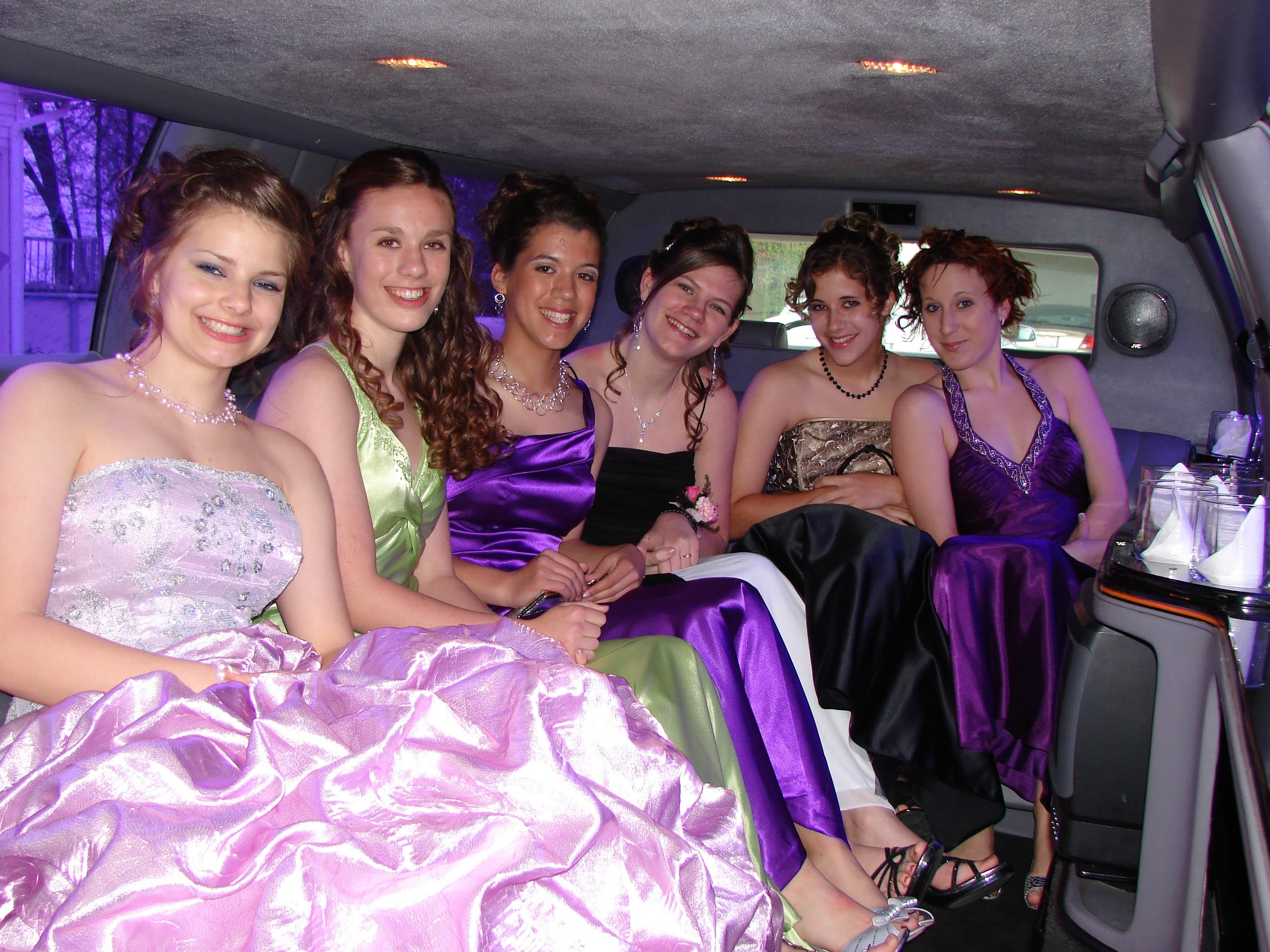 Limo Prom Tcl S Limousines Can Seat Up To 16 Student For Your Prom Event