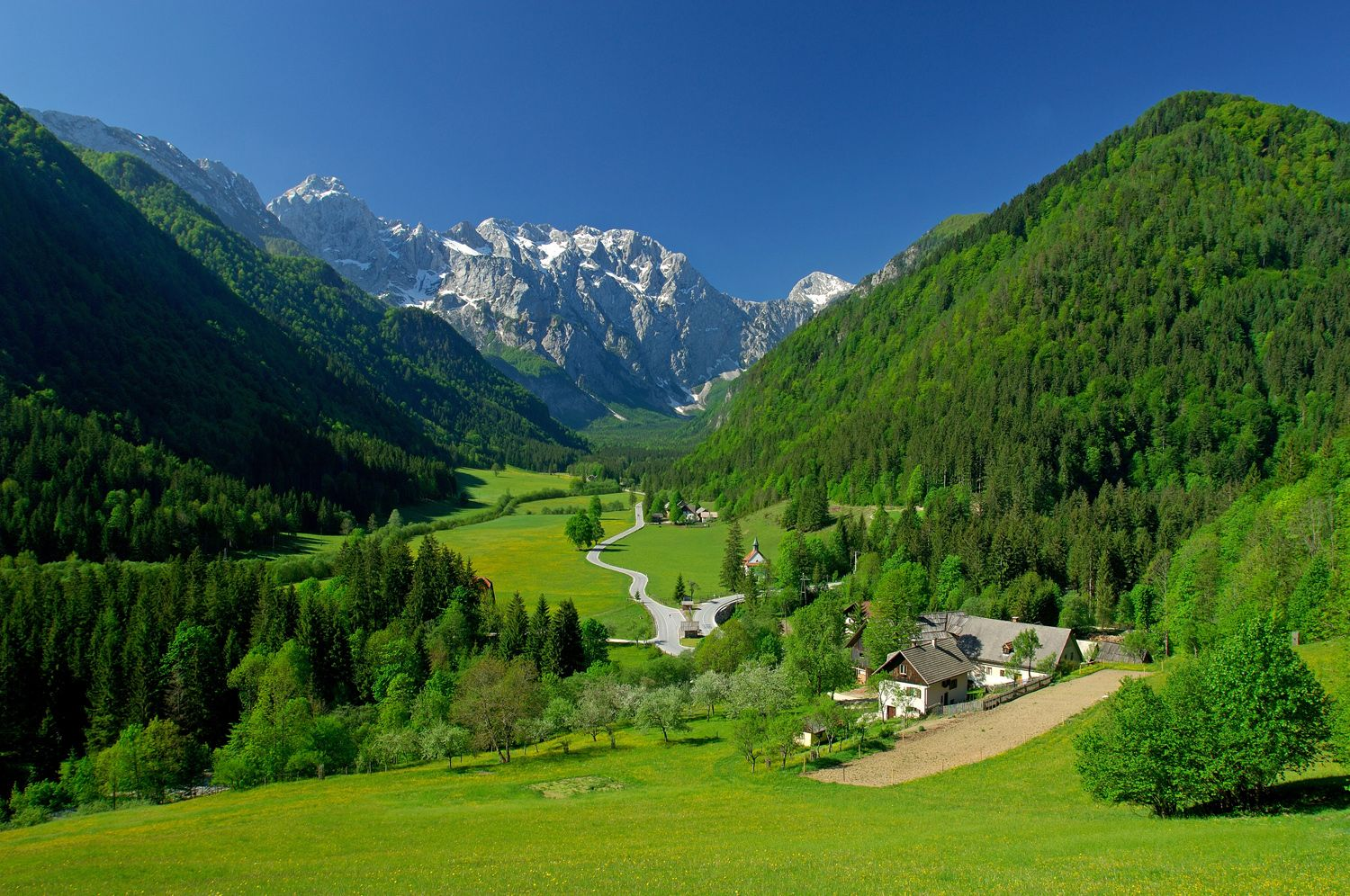 Beautiful Eastern Europe countries - landscapes, scenery, cities, people, beaches, mountains, palaces, castles
