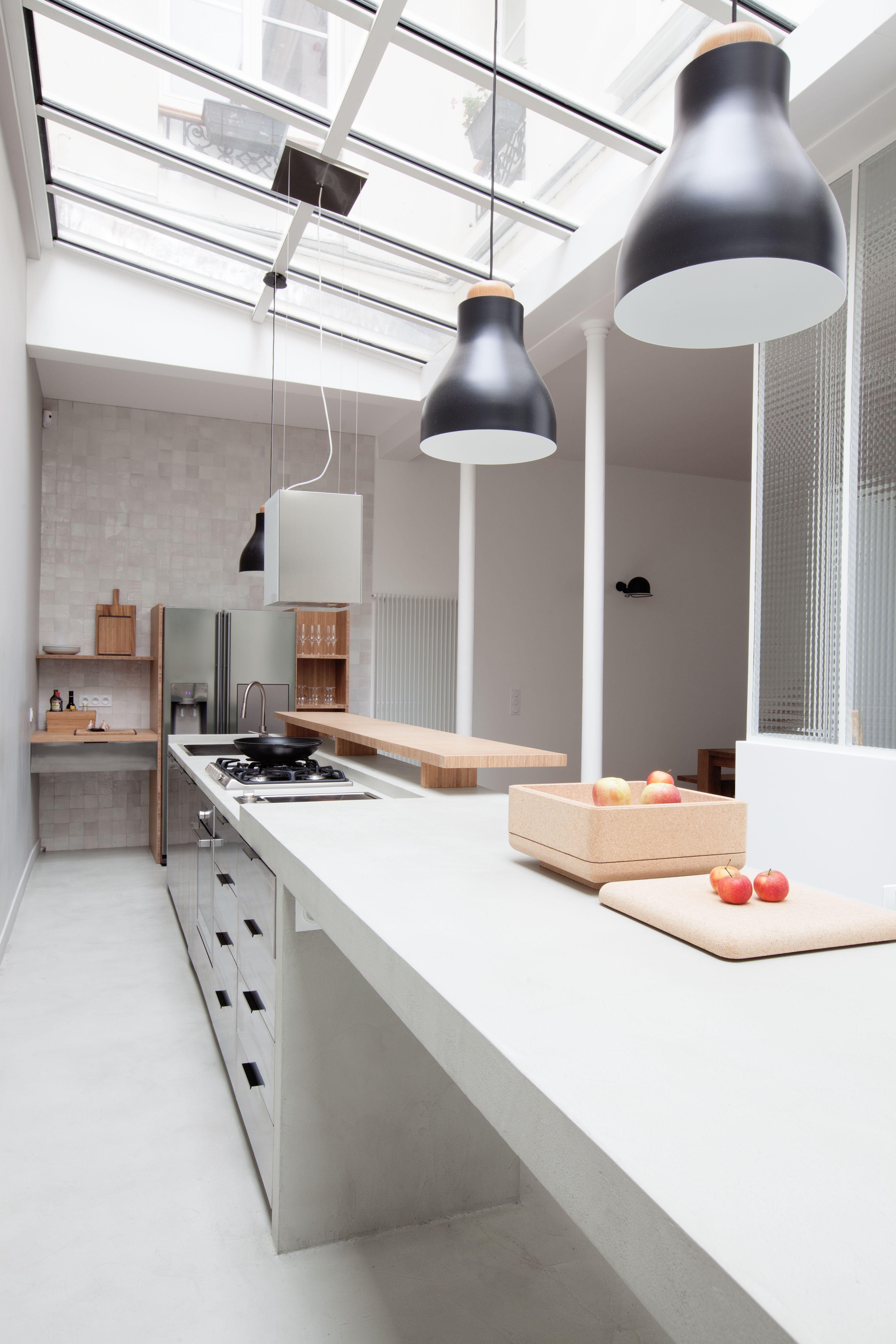 ilot cuisine tout en longueur c t technique evier lave vaisselle plaque gaz et four sont. Black Bedroom Furniture Sets. Home Design Ideas