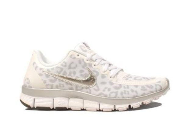 2b10176c21e2 Amazon.com  Nike Wmns Free 5.0 V4 Leopard - White Wolf Grey (511281-100)   Shoes