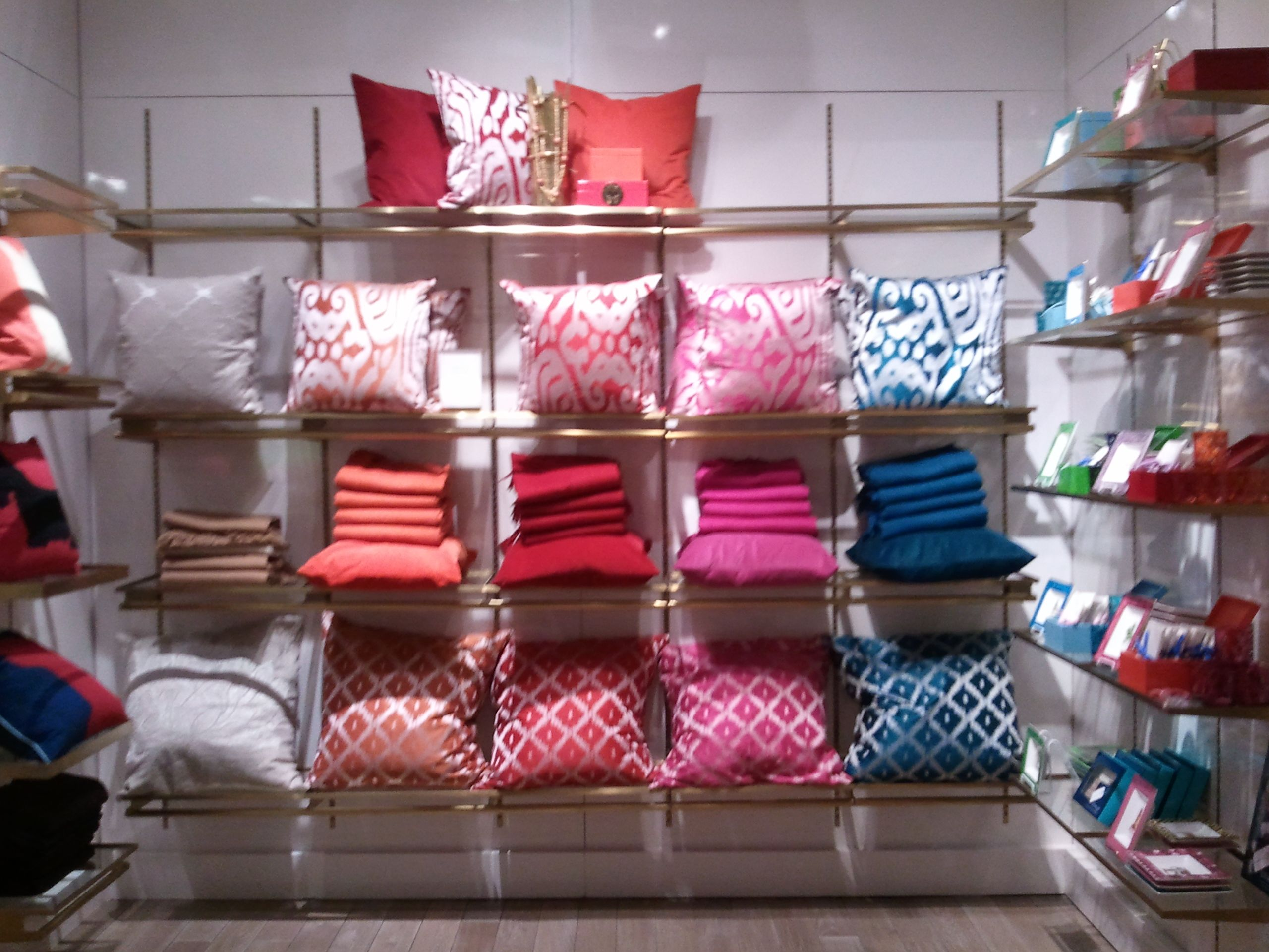 c wonder pillow display products i love store layout store displays museum store. Black Bedroom Furniture Sets. Home Design Ideas