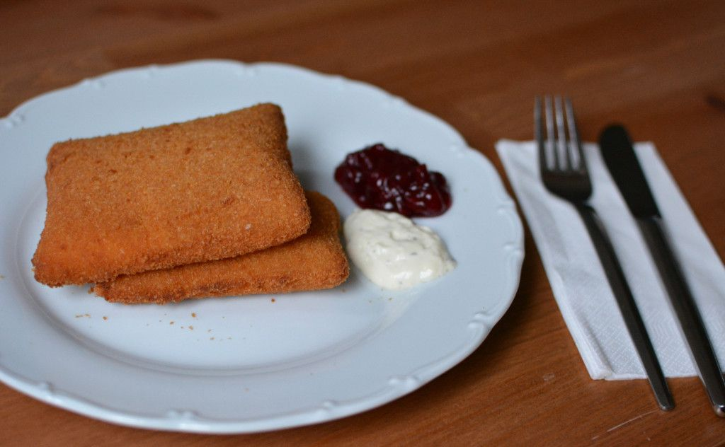 online essen bestellen gebackener emmentaler mit sauce tartare und preiselbeeren vegetarisch