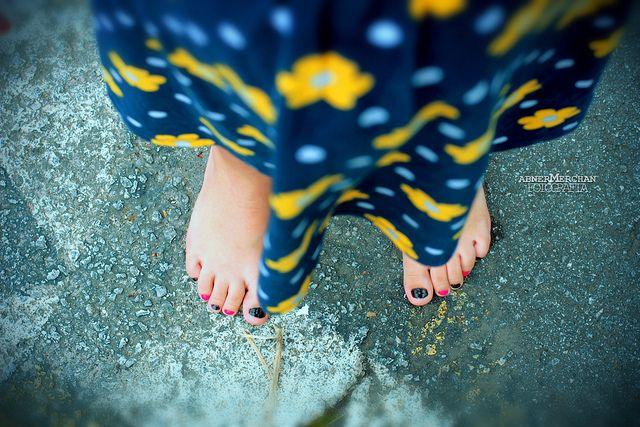 pés descalços