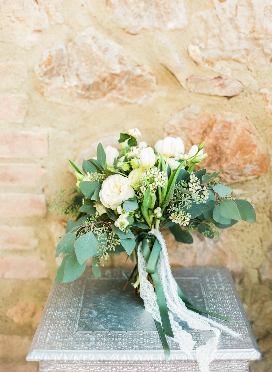 bridal bouquet idea; photo: Lindsay Madden Photography