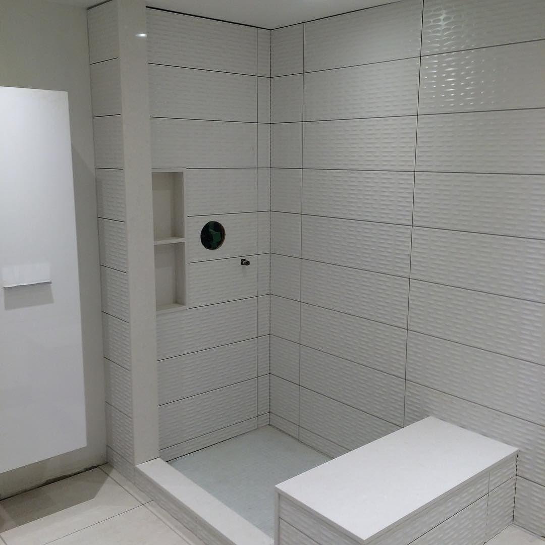 White on white. Master bathroom.  #whiteonwhite #master #tile #ciot #grout #wednesday #mtl #mtlreno #construction #constructionlife #constructionsite #construcción #renovation by mtlreno
