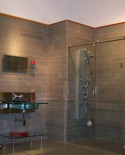 variable size grey wall tiles brick pattern Begehbare